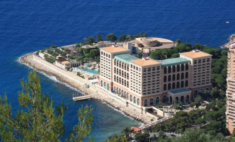 The Monte-Carlo Bay Hotel & Resort wins the prize for the most beautiful swimming pool in Europe