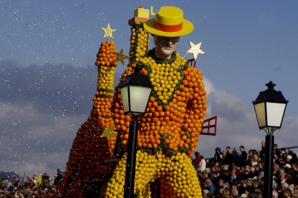 Photo Credits: Parade at The Lemon Festival © Flickr / arnaud grappy