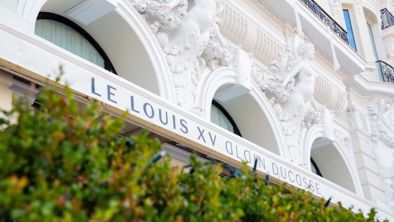 Michelin star restaurant Le Louis XV announces its reopening